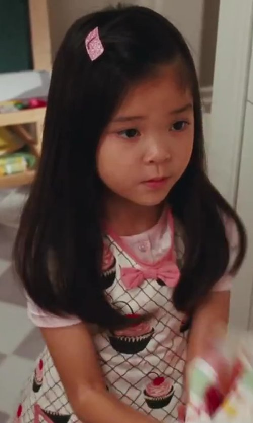Alexandra Fong with Jessie Steele Audrey Children's Bib Cupcake Apron in Sex and the City 2