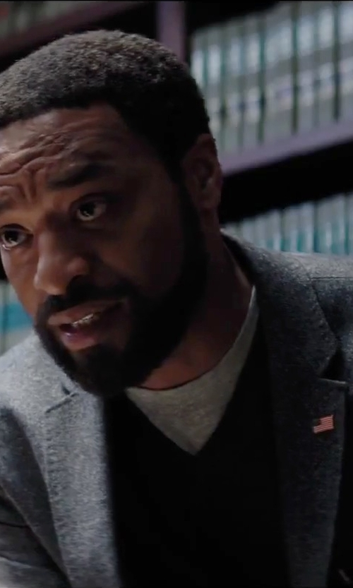 Chiwetel Ejiofor with Saxxon Wool V-Neck Sweater in Secret in Their Eyes