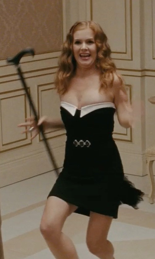 Isla Fisher with Adelyn Rae Strapless Crepe Sheath Dress in Confessions of a Shopaholic
