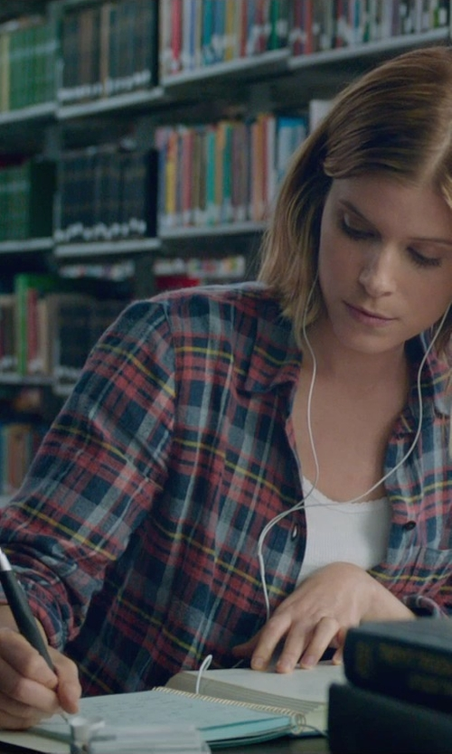 Kate Mara with Parker Retractable Ballpoint Pen in Fantastic Four