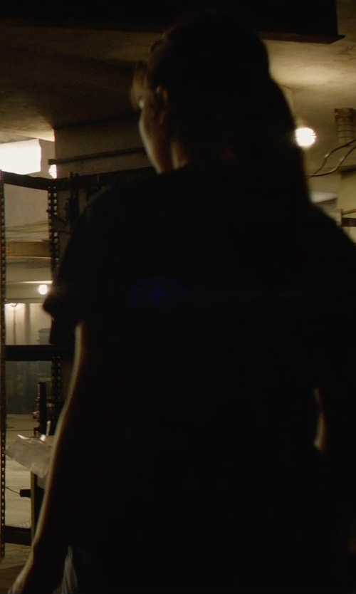 Emilia Clarke with Cotton Citizen Scoop Neck T-Shirt in Terminator: Genisys