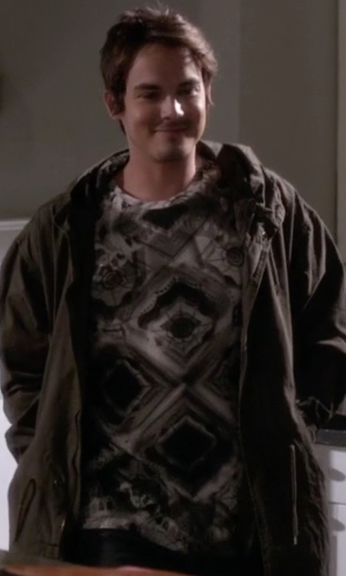 Tyler Blackburn with Eleven Paris Aoki Printed Cotton T-Shirt in Pretty Little Liars