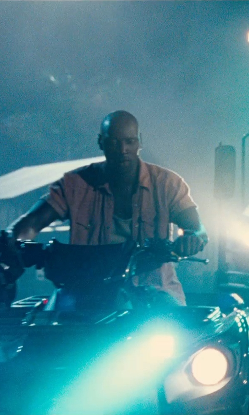 Omar Sy with Arrow Short-Sleeve Chambray Woven Shirt in Jurassic World