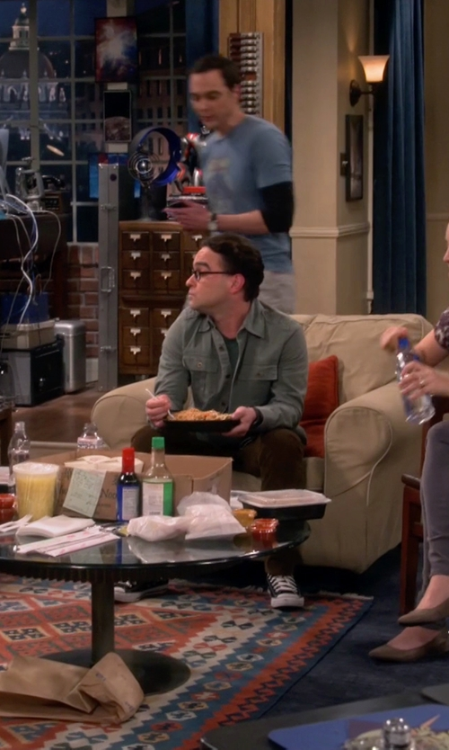Johnny Galecki with Converse Chuck Taylor All Star Classic Sneakers in The Big Bang Theory