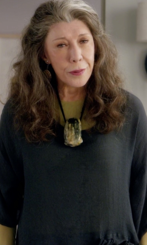 Lily Tomlin with Eileen Fisher Short-Sleeve Jersey Tunic Top in Grace and Frankie