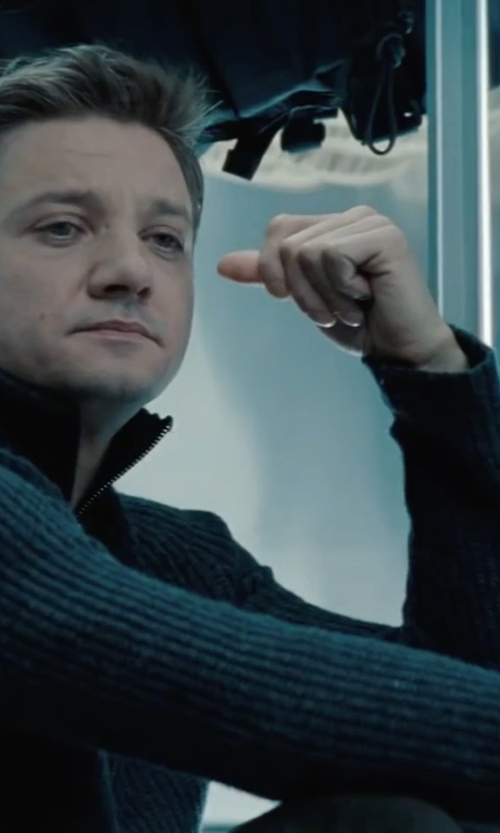 Jeremy Renner with Nuur Ribbed Zip Cardigan in Mission: Impossible - Ghost Protocol
