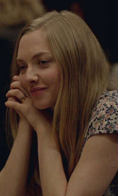 Amanda Seyfried with Amazon Curated Collection Comfort Fit Plain Wedding Band Ring in While We're Young