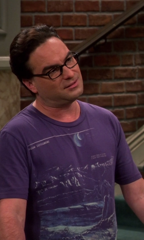 Johnny Galecki with Heavy Rotation Moon Settlement Tee Shirt in The Big Bang Theory