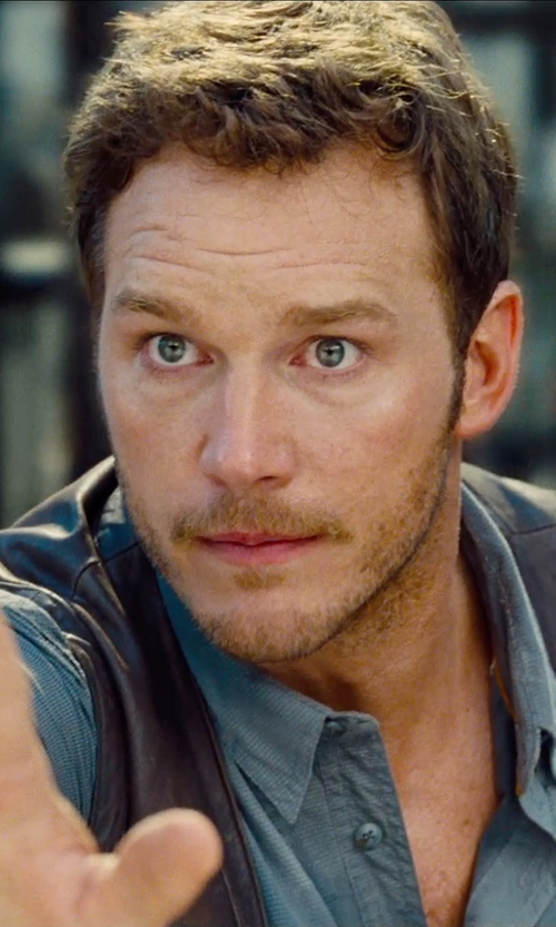 Chris Pratt with 3X1 Spread Collar Shirt in Jurassic World