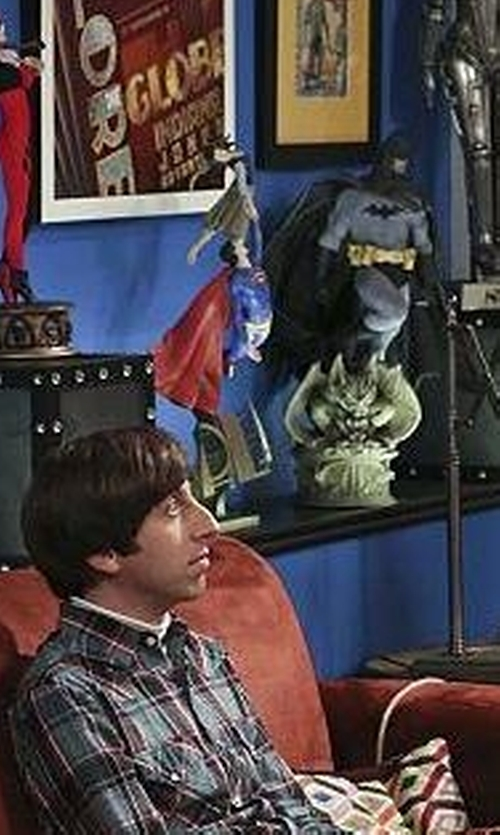 Unknown Actor with Weta Superman Returns : The Daily Planet Statue in The Big Bang Theory