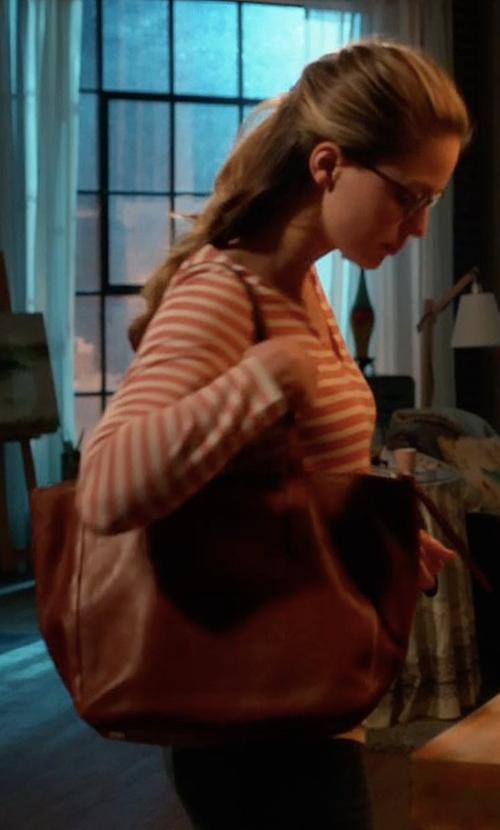 Melissa Benoist with Fossil Sydney Shopper Bag in Supergirl