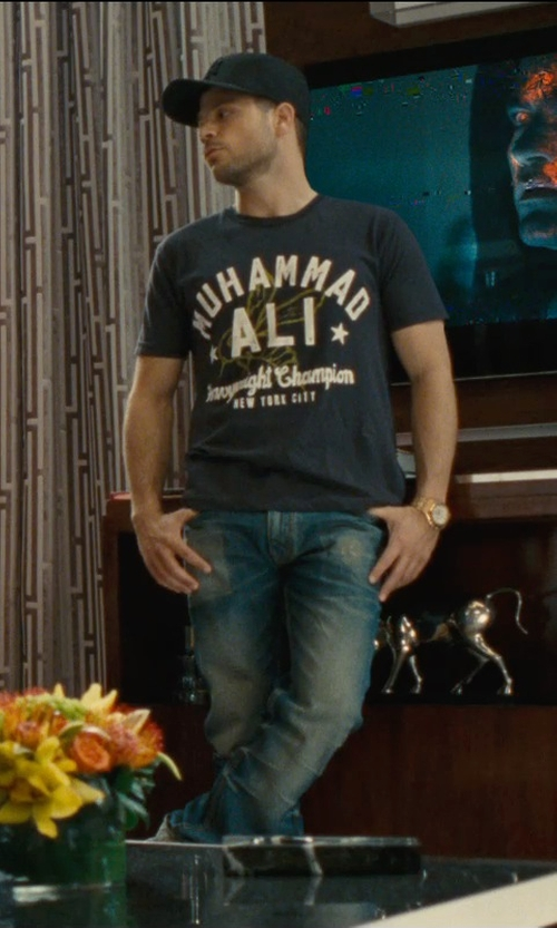 Jerry Ferrara with Roots of Fight Muhammad Ali '74 T-Shirt in Entourage
