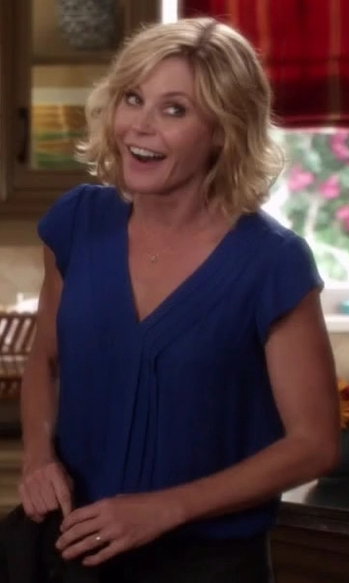 Julie Bowen with Joie Marcher Pintucked Cap-Sleeve Blouse in Modern Family