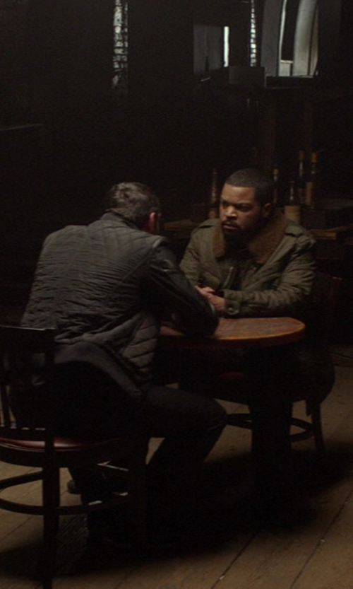 No Actor with International Concepts Round Dining Table in Ride Along
