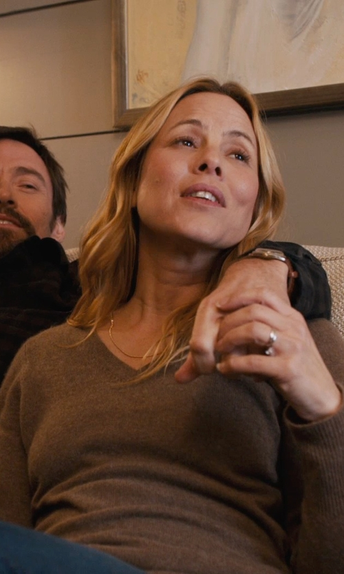 Maria Bello with Macy's 14k White Gold Ring Wedding Band in Prisoners