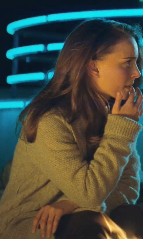 Natalie Portman with Tommy Bahama Everts Cardigan in Thor