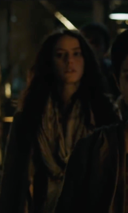 Kaya Scodelario with London Fog Long Single-Breasted Trench Coat in Maze Runner: The Scorch Trials
