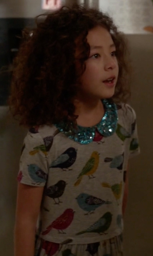 Aubrey Anderson-Emmons with Mini Boden Bird Print Sequin Collar Dress in Modern Family