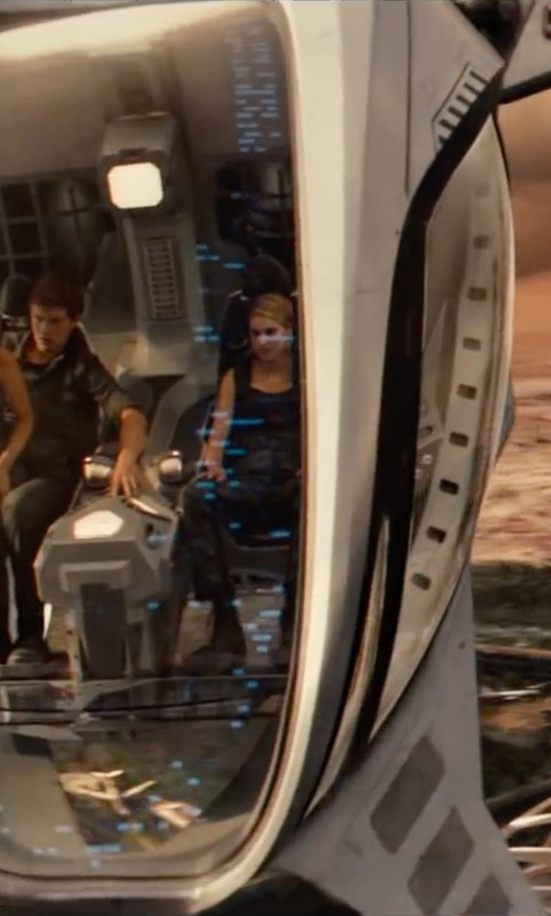 Shailene Woodley with Columbia Saturday Trail Printed Pants in The Divergent Series: Allegiant