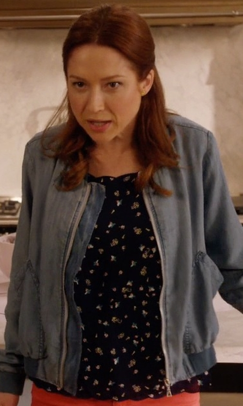 Ellie Kemper with LC Lauren Conrad Scalloped-Edge Top in Unbreakable Kimmy Schmidt
