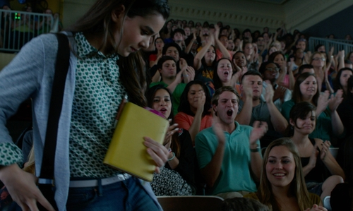 Hailee Steinfeld with J. Crew Perforated Leather Belt in Pitch Perfect 2