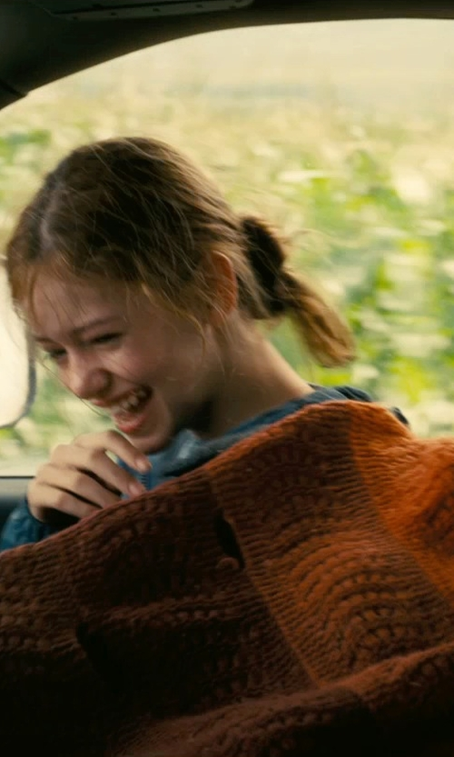Mackenzie Foy with BNF Home Throw - Knitted Tweed Throw Blanket in Interstellar