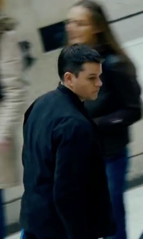 Matt Damon with Weatherproof Full-Zip Stand-Collar Jacket in The Bourne Ultimatum