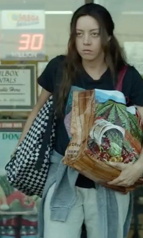 Aubrey Plaza with Vans Old Skool II Black White Backpack in Ingrid Goes West