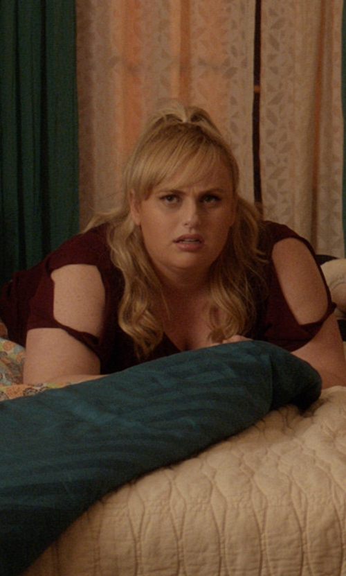 Rebel Wilson with Rebel Wilson Watch Me Take A Nap Graphic Wing Split Shoulder T-Shirt in Pitch Perfect 3