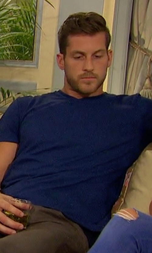 Chase with Michael Kors Sleek V-Neck T-Shirt in The Bachelorette