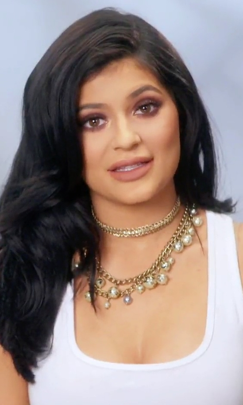 Kylie Jenner with Forever 21 Faux Pearl Statement Necklace in Keeping Up With The Kardashians