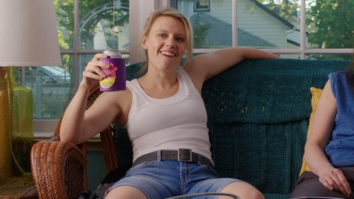Kate McKinnon with Gap Leather Belt in Sisters