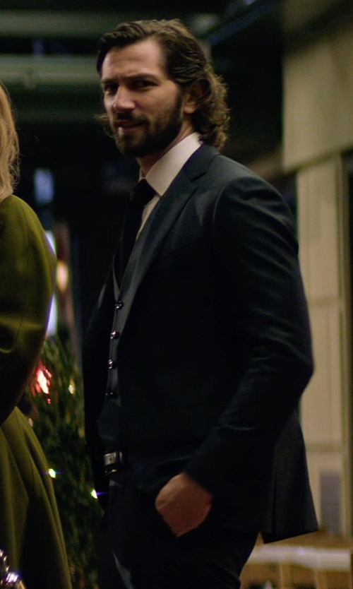 Michiel Huisman with Bally Reversible Grain Leather Belt in The Age of Adaline
