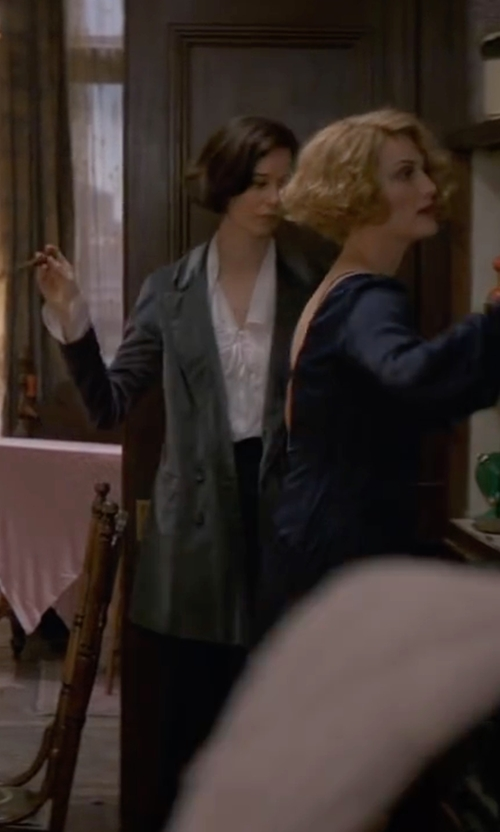 Katherine Waterston with MM6 by Maison Margiela Double-Breasted Blazer in Fantastic Beasts and Where to Find Them