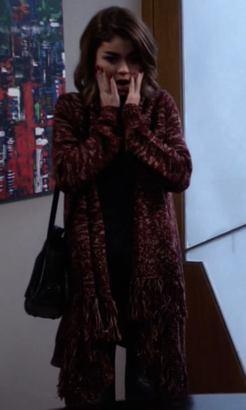 Sarah Hyland with Forever21 Marled Shawl Collar Cardigan in Modern Family