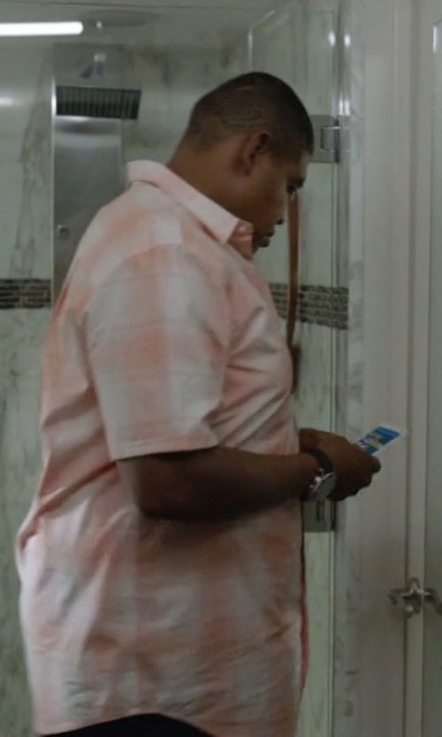Omar Benson Miller with Samsung Galaxy Note 4 Smartphone in Ballers