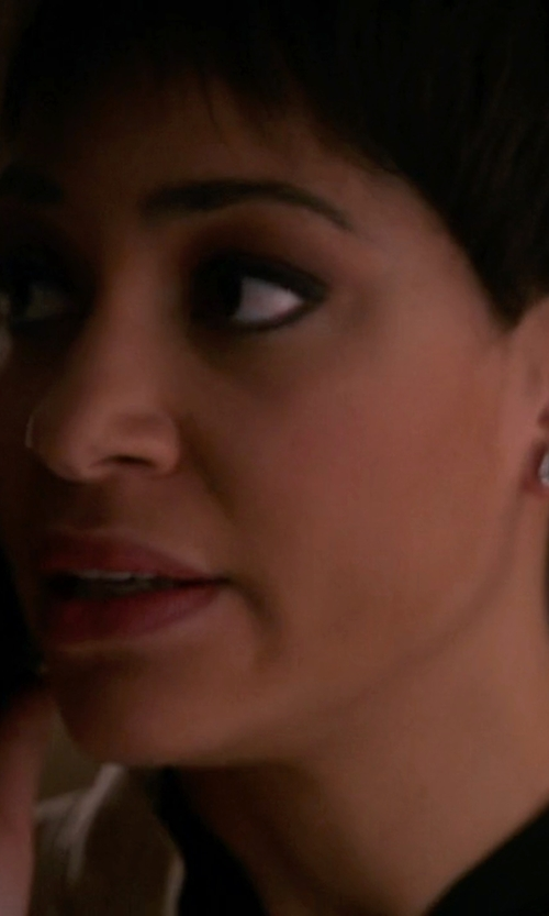 Cush Jumbo with Gemma Collection Onyx Stud Earrings in The Good Wife