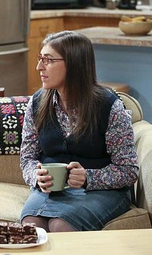 Mayim Bialik with Topshop Unique 'Ottoline' Floral Print Long Sleeve Silk Shirt in The Big Bang Theory