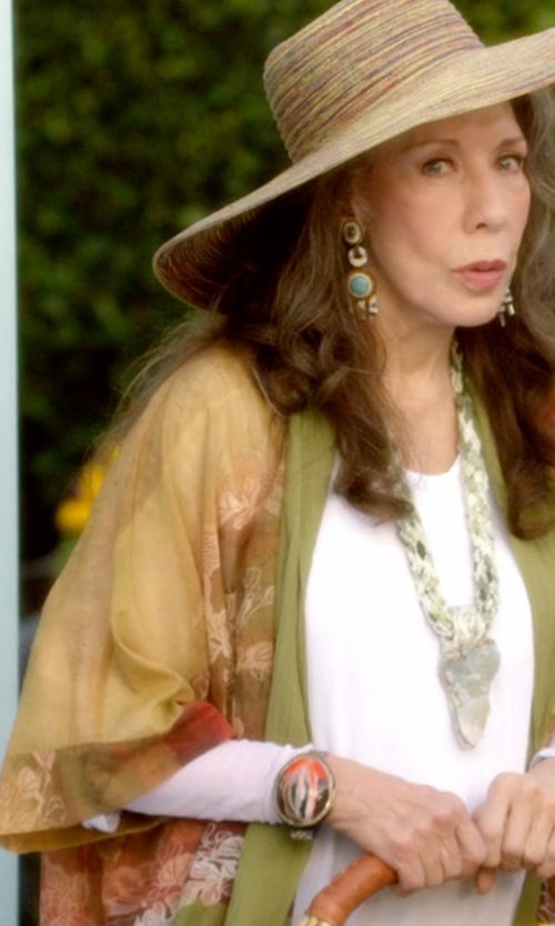 Lily Tomlin with Amuse Society Bodega Kimono Cardigan in Grace and Frankie