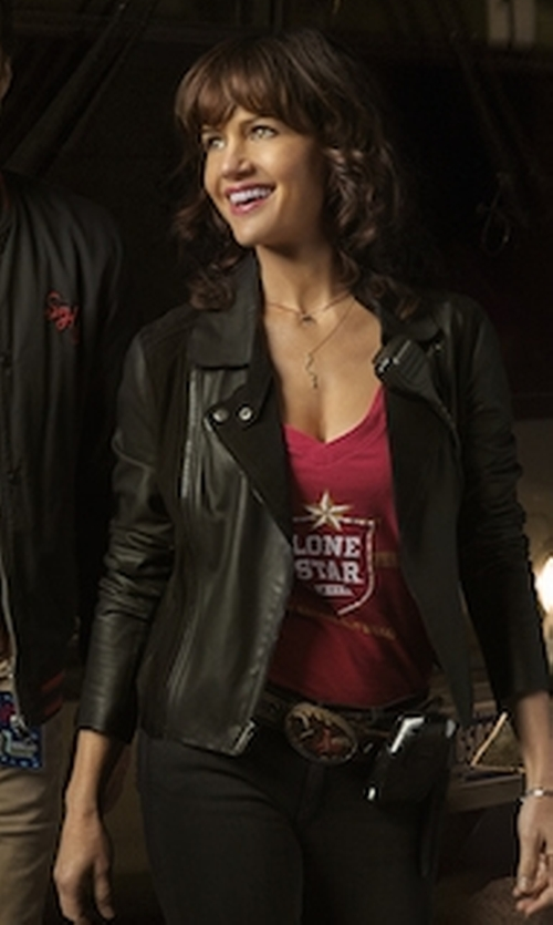 Carla Gugino with Lone Star V-Neck T-Shirt in Roadies