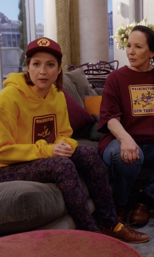 Ellie Kemper with Frye Melissa Oxford Shoes in Unbreakable Kimmy Schmidt