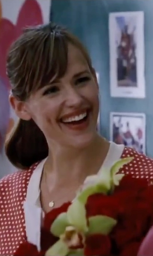 Jennifer Garner with Nashelle Anchored Initial Disc Necklace in Valentine's Day