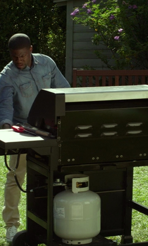 Kevin Hart with Char-Broil Classic BTU 4-Burner Gas Grill with Side Burner in Ride Along