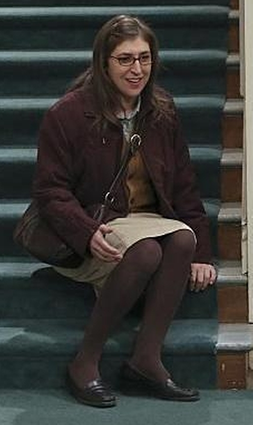 Mayim Bialik with Bass Wayfarer Shoes in The Big Bang Theory