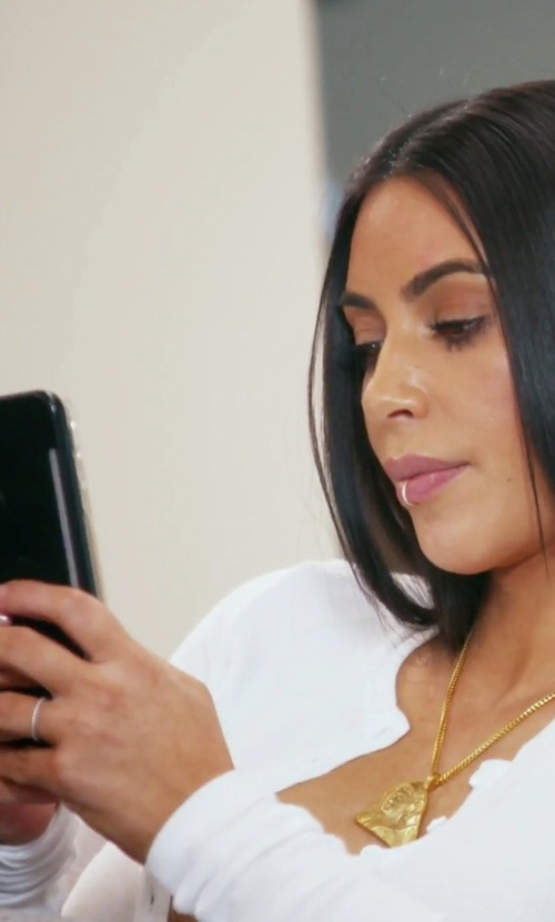 Kim Kardashian West with LuMee Duo iPhone 7 Case in Keeping Up With The Kardashians