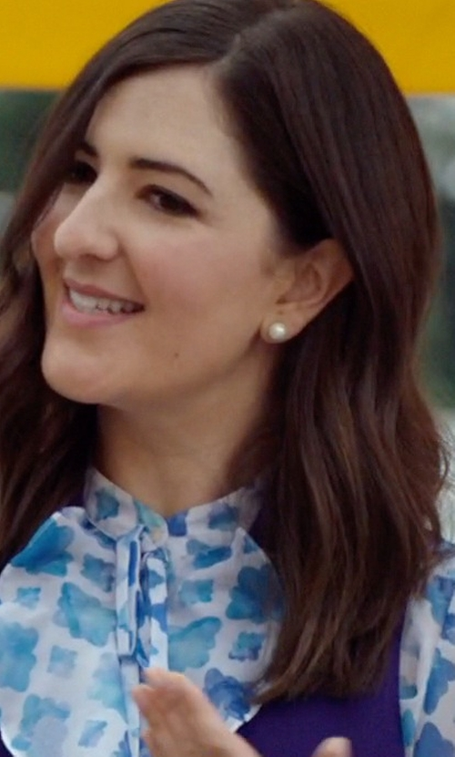 D'Arcy Carden with Majorica Pearl Stud Earrings in The Good Place