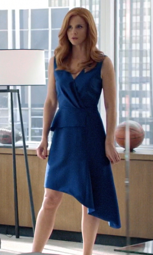 Sarah Rafferty with Christian Dior Sleeveless V-Neck Dress in Suits