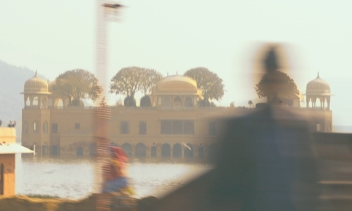 Unknown Actor with Jal Mahal Jaipur, India in The Second Best Exotic Marigold Hotel