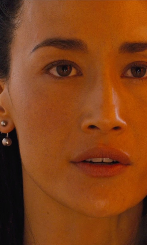 Maggie Q with FreshTrends Solid 14kt White Gold Curved / Bent Barbell - Balls in Divergent