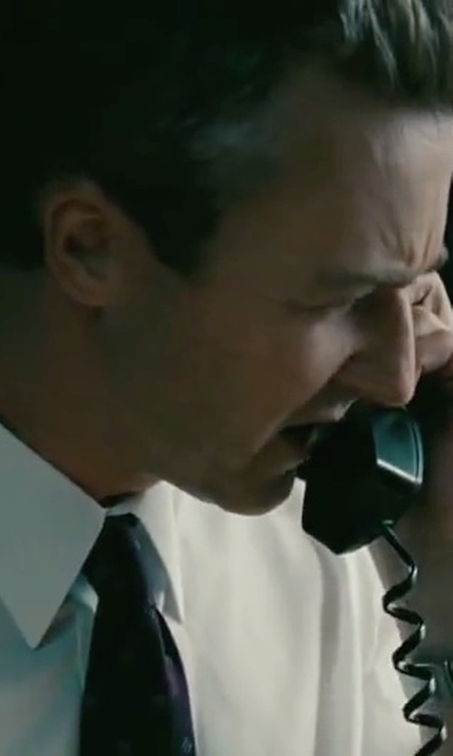 Edward Norton with Brioni Geometric Chain-Link Silk Tie in The Bourne Legacy